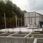 Proses pemasangan panel lantai di Randu Agung, Gresik